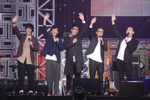 『マジ歌ライブ2017~マジ武道館~』より。東京03、おぎやはぎ、バナナマン。©テレビ東京