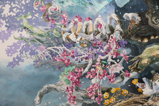輪切りになった飛行機の中で休む人が克明に描かれている 『誕生』部分 2013-2016年 紙にペン、インク、透明水彩 300×400cm 撮影:宮島径  ©IKEDA Manabu / Courtesy Mizuma Art Gallery, Tokyo/ Singapore