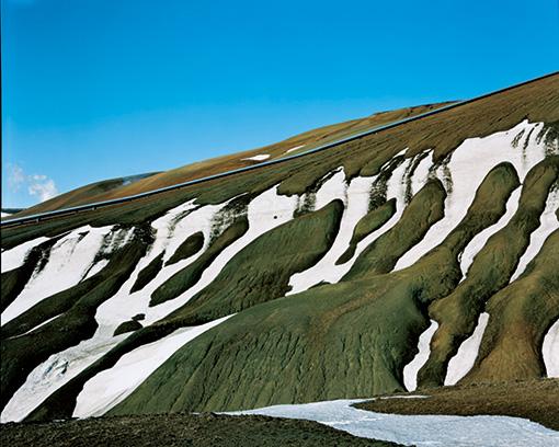 石塚が撮影したパイプラインが続く風景 / 『PIPELINE ALASKA 2000』 ©Gentaro Ishizuka