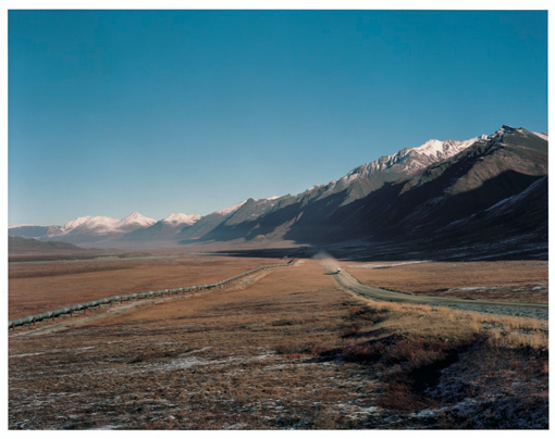 アラスカの荒野に続くパイプライン ©Gentaro Ishizuka