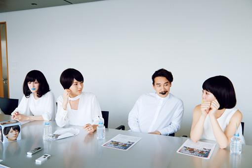 左から:第1夫人・清 咲乃、第3夫人・清 亜美、清 竜人、第4夫人・清 美咲