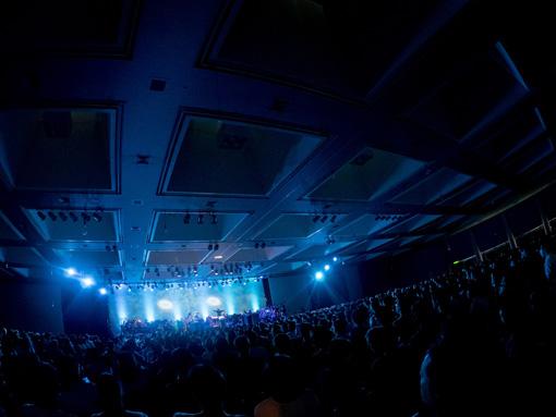昨年『OKAZAKI LOOPS』でAimerが出演した『ALMA MUSIC BOX:死にゆく星の旋律』の様子