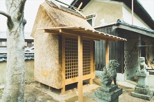 淡河えびす神社の新築茅葺き。ヨーロッパの茅葺き業界の最新の工法をとりいれた