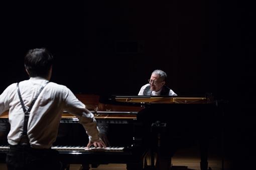 『SUGADAIRO PROJECT vol.1 スガダイロー×山下洋輔(ピアノ)「狂演」』公演時の様子