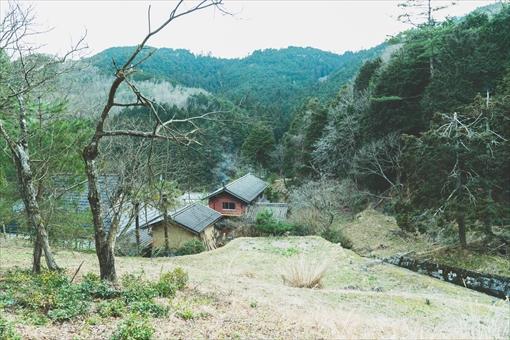 山から見た高木家