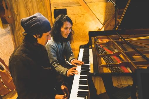 高木は相良のピアノの先生