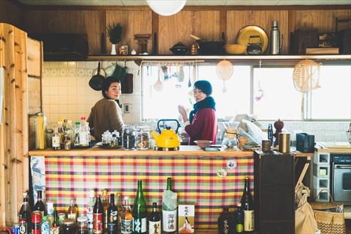 左から:高木正勝の妻・さとうみかを、相良みか