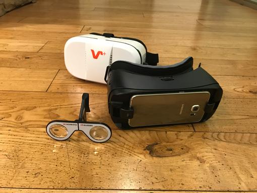 奥から:スマホを装着する「VOX-#DVR-ゴーグル」「Galaxy Gear VR」、スマホの画面に取り付ける「HOMiDO MINI VR グラス」