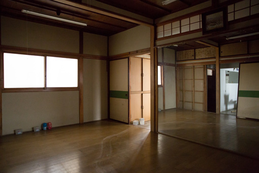 会場の内部。ここをどう展示場所として使用するかは、開催当日のお楽しみとのこと