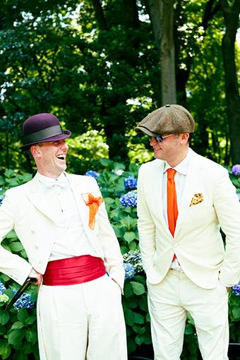左から:ダレン・ベリー、アーサー・ジェフス 衣装:Herr von Eden