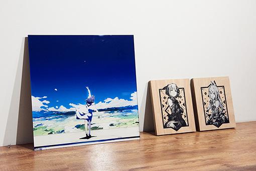 apapicoが展示会『It's not started,yet.』用に書き下ろしたアクリル絵画と、過去に制作したシルクスクリーンの作品