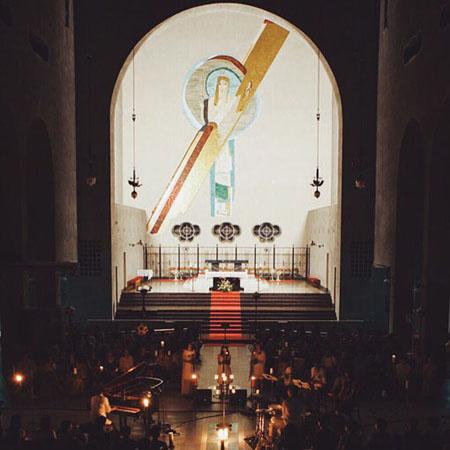 世界平和記念聖堂でのライブの様子 撮影:Takeshi Yoshimura(TKC)
