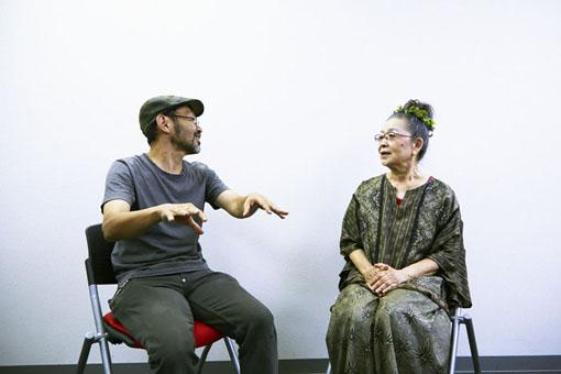 左から:越川道夫、朝崎郁恵
