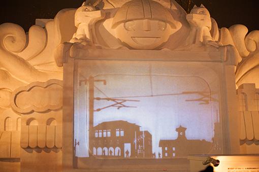 『札幌ループライン』の光景が『トット商店街』ステージにも映し出される 撮影:秋田英貴