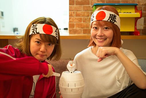左から:AZUMA HITOMI、新津由衣