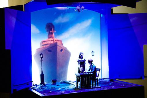 ムットーニ『題のない歌』(原作:萩原朔太郎、2016年) / 作品の大きさからは想像できない独自の世界が細かいディテールで繰り広げられる