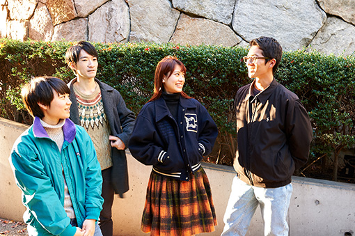 左から:岩井百合香(Ba.)、宮田泰輔(Gt.)、緒方利菜(Vo.)、樋口敏寛(Dr.)