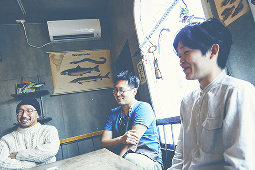 左から:柿崎至恩(カヴィスト)、森枝幹(シェフ)、山崎裕太(ソムリエ)