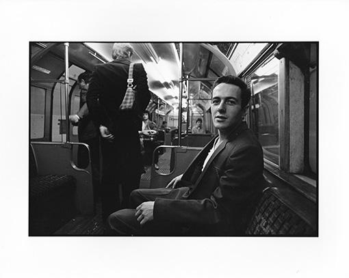 ハービー・山口が撮影したジョー・ストラマーの写真(書籍『良い写真とは? 撮る人が心に刻む108のことば』収録)