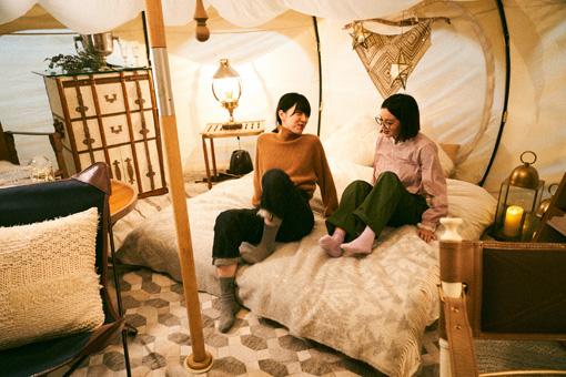 テントの内観。テントは全部で5種類あり、その内観はコンセプトから調度品まで、それぞれ異なる