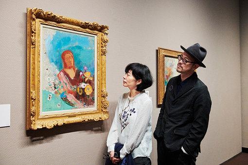左から、渡邉良重、植原亮輔 / 『眼をとじて』(1900年以降)岐阜県美術館蔵
