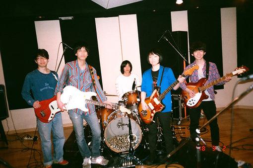 左から:窪田薫、仲松拓弥、久富奈良、田渕ひさ子、粟國智彦