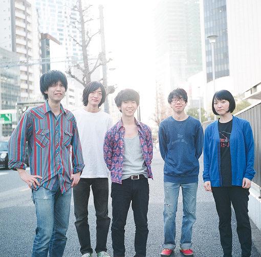 左から:ナツノムジナ(仲松拓弥、粟國智彦、久富奈良、窪田薫)、田渕ひさ子