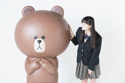(左から)ブラウンと鈴木瑛美子