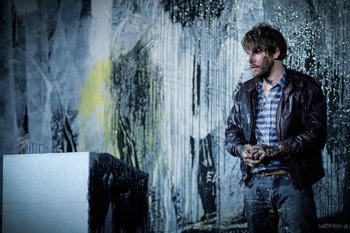 トーマス・オスターマイアー演出『民衆の敵』© Arno DECLAIR