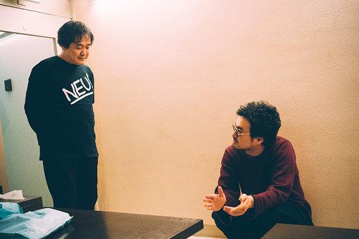レコーディング風景(左から:武藤星児、前野健太)