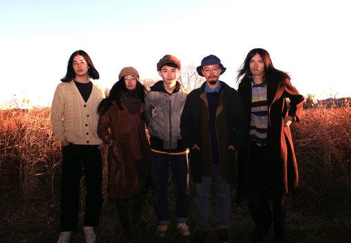 踊ってばかりの国のアーティスト写真(左から:大久保仁、谷山竜志、下津光史、坂本タイキ、丸山康太)