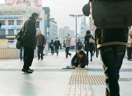 ルース・セレステによる作品制作風景(ショートステイ・プログラム)/松戸駅西口デッキ