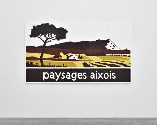『エクスの風景』(2014年) 道路標識にアクリル絵具 Acrylic paint on road sign 140 x 240 cm © Adagp, Paris 2018 / 高速道路の標識を素材にした作品で、奥の山がサントヴィクトワール山