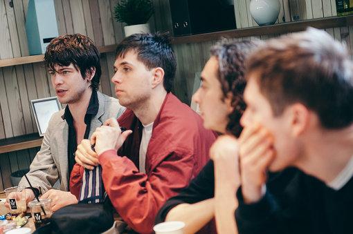 奥から:エリアス、ヤコブ、ダン、ヨハン