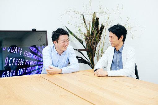 左から:鈴木講介、真鍋馨