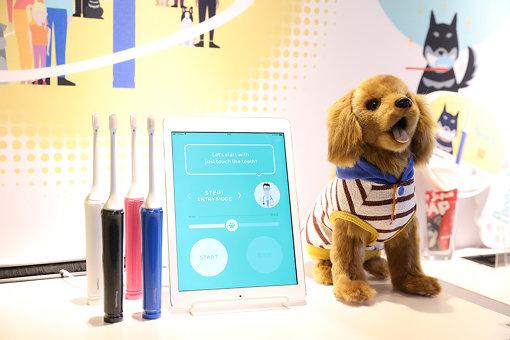 ペット向けスマート歯ブラシと飼い主向け会員サービス「Pecoral」