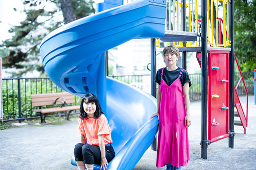 左から:橋本絵莉子、福岡晃子