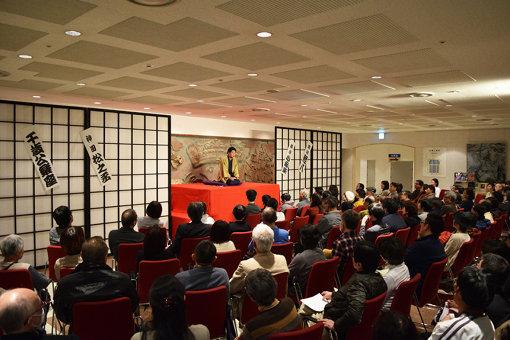 長崎市チトセピアホール 『千歳公楽座 九州旅成金の会』(2017年2月) / 会場となったのは、ホールのなかではなくロビー。特別に設置した高座で公演が行われた