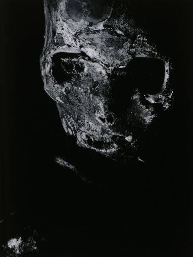 『鉄門海上人 注連寺』「即身仏」より 1964年 ゼラチン・シルバー・プリント