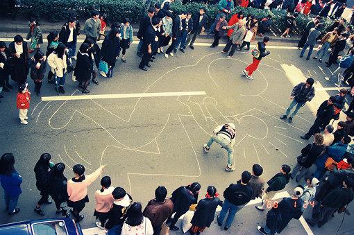 今回の展覧会で世界初公開となるゲリラドローイングの記録写真