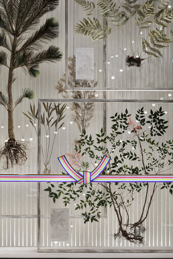 ウィンドウギャラリーに展示された後、『釜山ビエンナーレ』に出展した作品『西王母の庭』