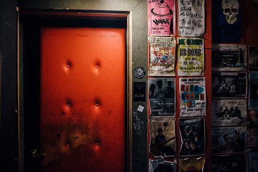 2018年3月にYogee New Wavesでライブを行った高雄のライブハウス「草舎」