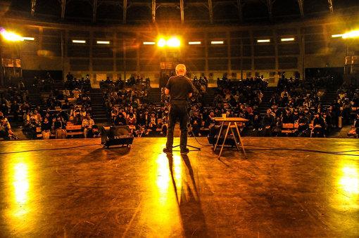 昨年の『UPJ5』での谷川俊太郎のステージ 撮影:山崎奏太郎 @kanader1
