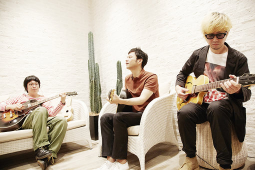 左から:田渕徹、奇妙礼太郎、吉田省念
