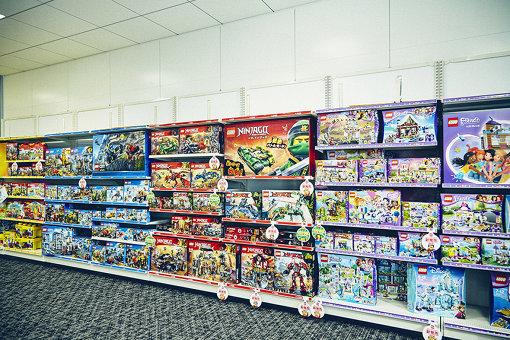会議室にはレゴ商品が並んでいる