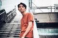 折坂悠太という異能の歌い人、終わりゆく平成へのたむけを歌う