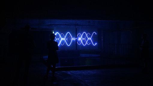 『GYOEN NIGHT ART WALK 新宿御苑 夜歩』では、園内の一部で若手アーティストの作品が展示される。本作は、藤元翔平による作品。