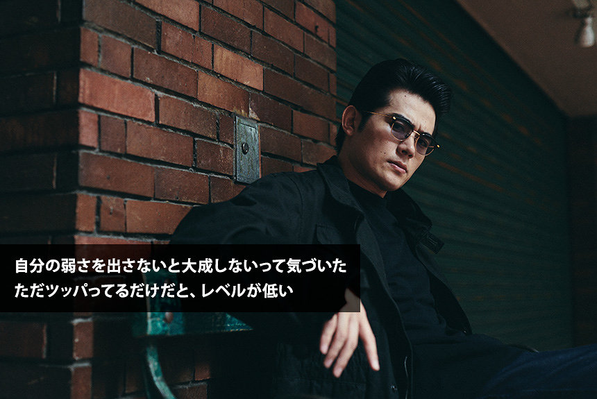 高岩遼、28歳。ギャングな姿の奥にある、弱音や生い立ちを明かす