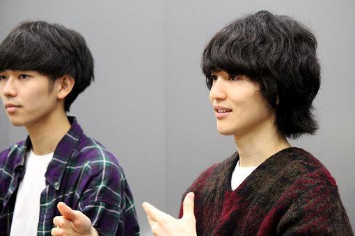 左から:上野皓平、松原有志。『International Beatle Week』出演を終えて、日本でインタビュー中の様子