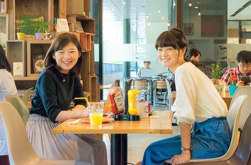 左から:伊藤沙莉、深川麻衣 © 2017映画「パンとバスと2度目のハツコイ」製作委員会